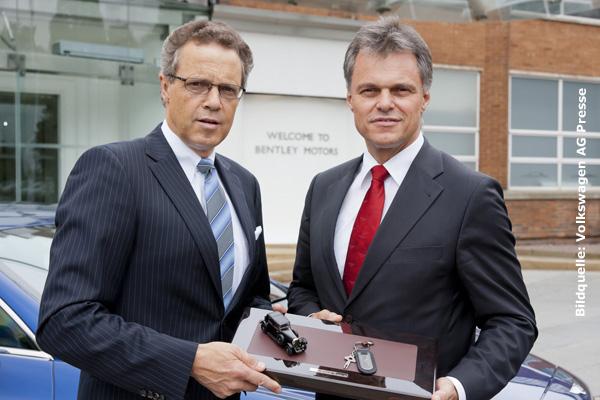 Former Volkswagen manager Dr. Wolfgang Schreiber with his successor Wolfgang Dürheimer