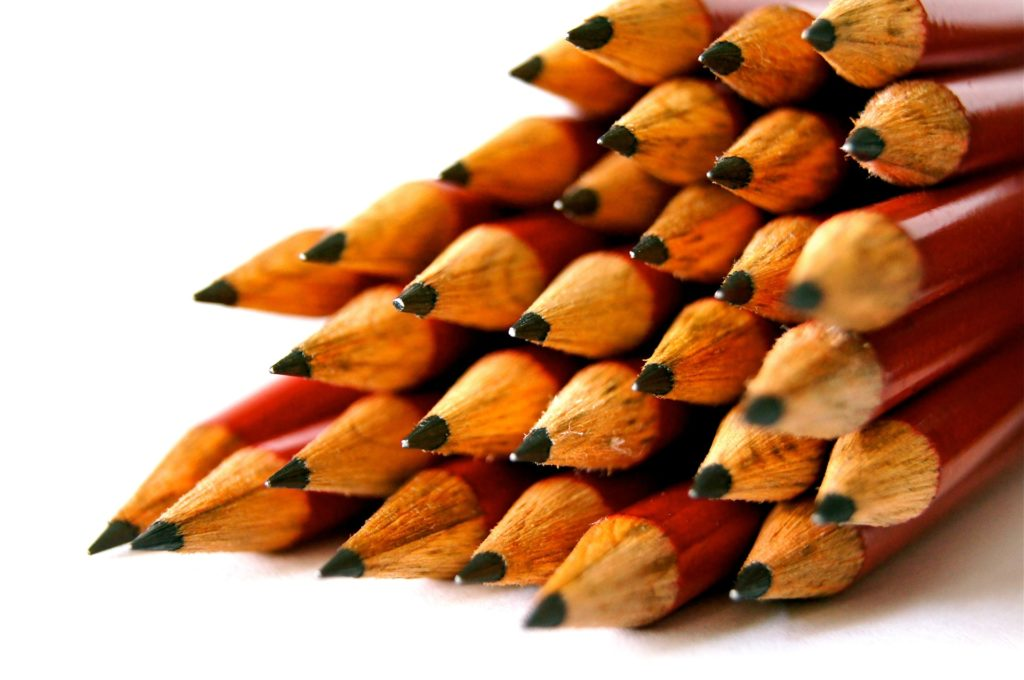 desk-pens-school-design1