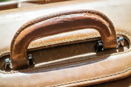 No likelihood of confusion between the figurative marks 'B' for leather goods